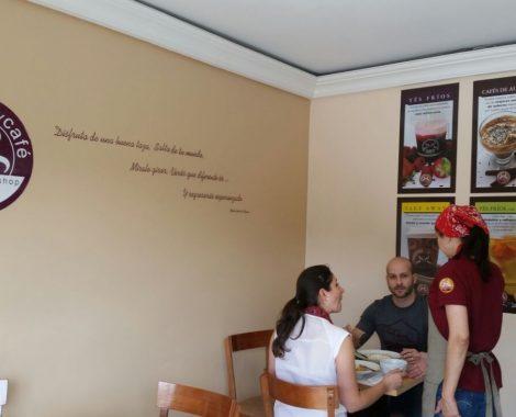 camarera saboreateycafe